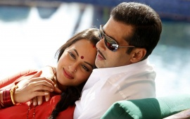 Romentic  Salman Khan And Sonakshi Movie Dabangg