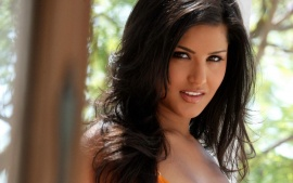 Sunny Leone Smile With Best Background