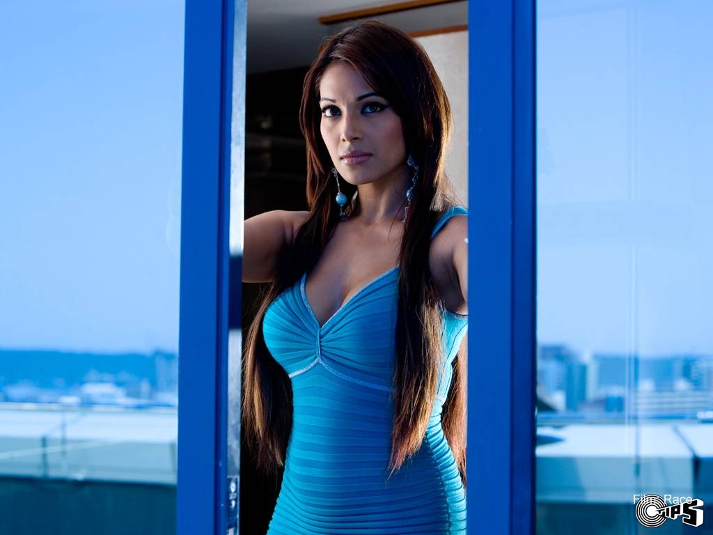 bipasha basu in race wallpaper wallpapers