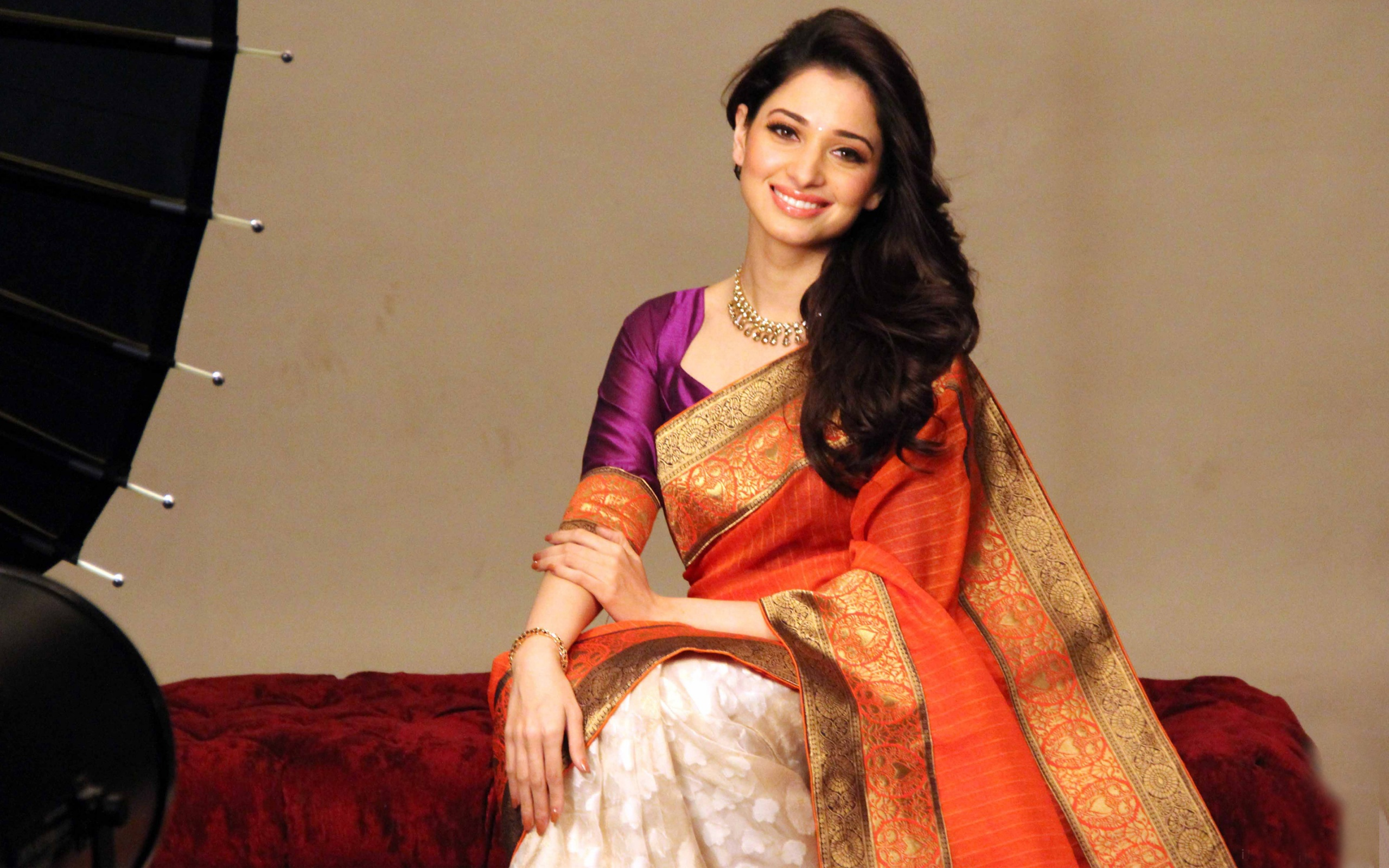 Tamanna Hd Saree Wallpaper: Indian Girl Tamanna In Saree Wallpapers